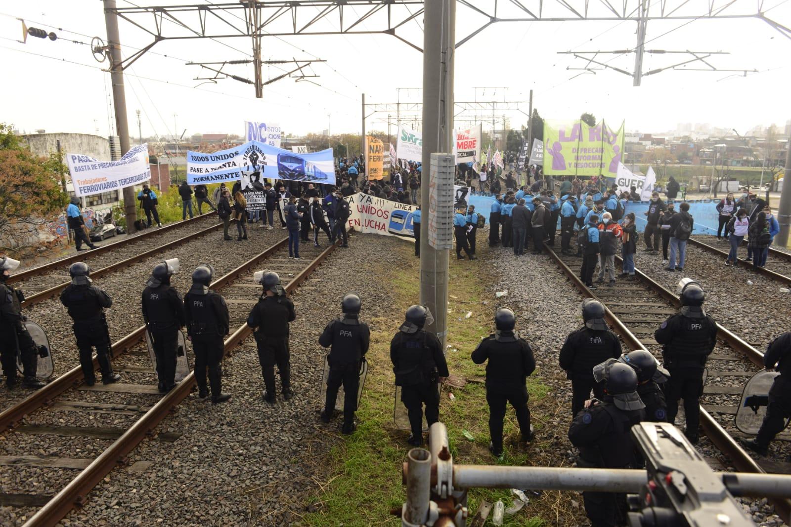 Apoyo y solidaridad a les trabajadores del ferrocarril